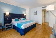 Hotel Nice Riviera , Nizza, Frankreich - 1464 Gästebewertungen . Buchen Sie jetzt Ihr Hotel! - Booking.com Nice Riviera, Das Hotel, Beach Hotels, France, Furniture, Home Decor, Nice, Bed, Homes