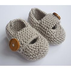 Keelan - Chunky Strap Baby Shoes : Modern and practical baby shoes knit in double knit weight yarn that will look great on either a boy or a girl. They are knitted flat, entirely in garter stitch, on two needles and are extremely quick and EASY to make. Knitting Patterns Uk, Baby Booties Knitting Pattern, Love Knitting, Knit Baby Shoes, Knit Baby Booties, Knitting For Kids, Easy Knitting, Double Knitting, Baby Patterns