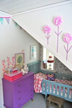 mommo design - 10 VINTAGE ROOMS Love this color scheme and use of an awkward space.