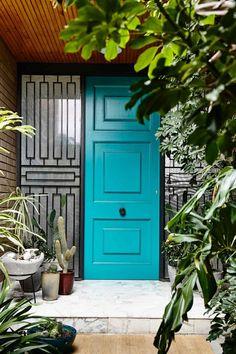 Modern Front Door Design From Inside Out Aqua Front Doors, Unique Front Doors, Modern Front Door, Front Door Design, Interior Design Institute, Door Design Interior, Parquetry Floor, Porte Design, Ultra Modern Homes