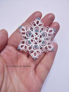 No pattern - awwwwwww! Never liked the use of picots like that, but I gotta make this. Shuttle Tatting Patterns, Tatting Patterns Free, Lace Patterns, Craft Patterns, Tatting Earrings, Tatting Jewelry, Lace Jewelry, Crochet Earrings, Crochet Snowflakes