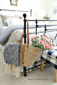 Savvy Southern Style : Navy and Pink Guest Bedroom for Spring Style At Home, Country Style Homes, French Country Bedrooms, French Country Decorating, Cozy Bedroom, Home Decor Bedroom, Bedroom Ideas, 1920s Bedroom, Bedroom Table