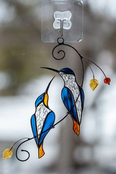 Stained glass suncatcher hummingbird gift for mom Stained glass bird wedding parent gift Custom stained glass window hangings - Cool Glass Art Designs Stained Glass Ornaments, Stained Glass Birds, Stained Glass Christmas, Stained Glass Suncatchers, Faux Stained Glass, Stained Glass Panels, Stained Glass Projects, Fused Glass Art, Mosaic Glass