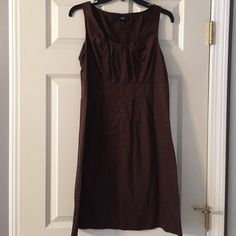 Brown dress. Size M Such a nice summer dress. And good work dress. It's 100 percent cotton, not stretchy. Nice rouched detail at bust and zip up side. Pair with some aqua jewelry and so nice! Size M Mossimo Dresses Mini