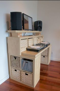 The IKEA Kallax collection Storage furniture is a vital section of any home. Stylish and wonderfully simple the ledge Kallax from Ikea , for example. Etagere Kallax Ikea, Ikea Expedit, Ikea Desk, Ikea Shelves, Ikea Storage, Kallax Shelf, Shelving Units, Floating Shelves, Kallax Hack