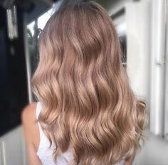 Dimensional blonde waves by Kelly Massias