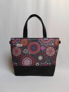 Saját tervezésű gyöngyvászonra nyomott, #mandala mintával készült ez a táska. Base-bag 12 női #táska Bagan, Ted Baker, Shoulder Bag, Tote Bag, Fashion, Moda, Fashion Styles, Carry Bag, Fashion Illustrations