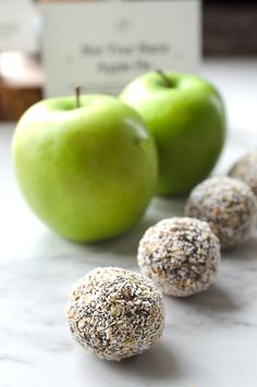 These Vegan Apple Pie Bliss Balls were inspired by my mom's favourite dessert, but with a little twist (read: ginormous twist). They're also gluten fr...