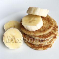 Malzemeler:     1 yumurta (alerji varsa sadece sarısı)   Yarım muz   1 tatlı kaşığı yoğurt   1 dövülmüş ceviz (alerji yoksa)   Tarçın...