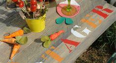 Une table bien inspiréePosées sur des caisses, quelques planches de bois improvisent une table légère et parfaite pour déjeuner en extérieur. Peinte ou brute, voici plusieurs façons de customiser votre table. Choisissez votre camp !