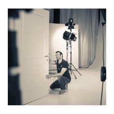 Non si deve credere che per fare una foto in bianco e nero basti convertirla del colore al b/n. Una buona foto in bianco e nero va pensata ( in bianco e nero ) ancor prima dello scatto. Perché la scelta del soggetto, della luce e della composizione deve essere fatta in funzione di una rappresentazione composta da tutti i toni del grigio. #puntoimmagine ricerca sempre la forma perfetta per una foto perfetta!  #blackandwhite #foto #fotografia #fotografi #rubiera #italy #art #pic #snapshot…