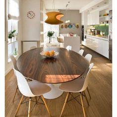 Sobre ter uma sala de almoço sim.... Sonho né? Olha só que mesa e que maravilhosa e que piso lindo.