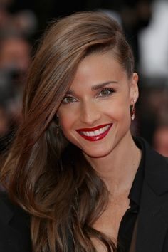 Celine Bosquet's Deep Side Parted Hairstyle