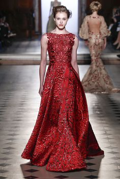 See all the Collection photos from Tony Ward Spring/Summer 2017 Couture now on British Vogue Red Evening Gowns, Red Gowns, Red Fashion, Couture Fashion, Female Fashion, Paris Fashion, Beautiful Gowns, Beautiful Outfits, Vestidos Fashion