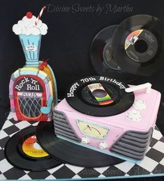 Vinyl discs are real! Shake on top is gum paste. Everything else is cake :D Fancy Cakes, Cute Cakes, Beautiful Cakes, Amazing Cakes, Fondant Cakes, Cupcake Cakes, Bolo Fack, 50s Theme Parties, Grease Party