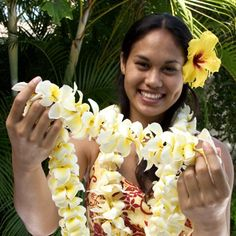 Be welcomed on Maui with traditional lei greetings at Kahului Airport. Start your Hawaiian vacation the right way and embrace Maui's tropical beauty with a lei greeting including gorgeous lei's made from fresh native flowers. Aloha Hawaii, Hawaii Vacation, Vacation Photo, Hawaii Usa, Blue Hawaii, Hawaii Travel, Kahului Maui, Kauai Tours, Flower Lei