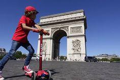 L'autre « must » de toute visite de Paris : faire le tour du rond-point de l'Étoile, pour admirer l'Arc de Triomphe. #Paris #ArcdeTriomphe #Monument #Arthuautourdumonde