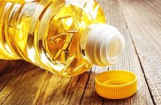 Vegetable oil such as canola and sunflower oil may not be as good for you as they tell you. Find out why cooking vegetable oil may increase your risk of cancer. Healthy Fats, Healthy Cooking, Healthy Recipes, Food That Causes Inflammation, Reduce Inflammation, Best Oils, Canola Oil, Cooking Oil, Healthy Alternatives