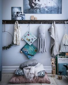 A child's room is a universe dedicated to him and in which he likes to spend time. Both a playroom and cozy cocoon, this room must combine comfort, originality and safety. Baby Decor, Kids Decor, Trendy Bedroom, Girls Bedroom, Creative Kids Rooms, Toddler Rooms, Kid Spaces, Kidsroom, Home Interior