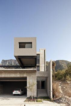 GO House by Agustín Landa Ruiloba