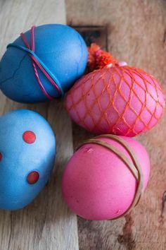 Eier selber färben - Ostereier mit Muster