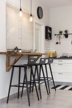 Nice 48 Lovely Small Kitchen Bar Design Ideas For Apartment. Small Kitchen Bar, Kitchen Tiles Design, Wooden Kitchen, New Kitchen, Kitchen Decor, Kitchen Black, Kitchen Stools, Kitchen With Bar Counter, Small Bar Table