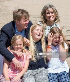 King Willem-Alexander of the Netherlands and Queen Maxima of the Netherlands with Crown Princess Catharina-Amalia of the Netherlands, Princess Alexia of the Netherlands and Princess Ariane of the. Get premium, high resolution news photos at Getty Images Dutch Princess, Royal Princess, Royals Today, Royal Family Pictures, Sparkle Outfit, Dutch Royalty, Casa Real, Royal Marines, Queen Maxima