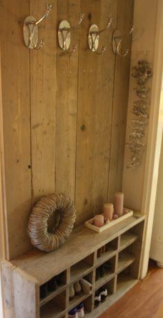 Steiger houten Kapstok en schoenenrek, past ook in een hele smalle gang