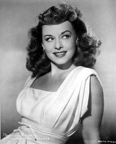 """allthroughthenightb: """"Paulette Goddard. """" Vintage Hollywood, Hollywood Glamour, Hollywood Stars, Hollywood Actresses, Classic Hollywood, Classic Actresses, Female Actresses, Actors & Actresses, Paulette Goddard"""