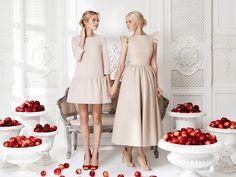 Платье «Даниэла» беж— 14 990 рублей, Платье «Кенди» беж — 25 990 рублей