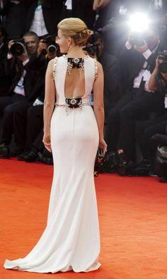 As costas do vestido de Elizabeth Banks Domenico Stinellis / AP