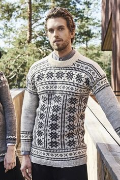 Men's colourwork sweater in white, grey and black. This sweater's pattern is intricate and beautiful, and the monochrome colour scheme lets it shine! Knit with Novita 7 Veljestä Aran yarn. Jumper Knitting Pattern, Knitting Socks, Knitting Patterns, Woolen Socks, Monochrome Color, Fair Isle Knitting, Mens Jumpers, Knit Dress, Marie