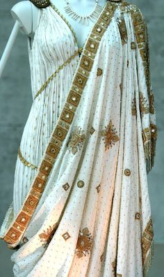 Greek royal dress w/ elaborate designs & golden patterns www. Greek clothing consisted of the chiton, peplos, himation, & chlamys. Historical Costume, Historical Clothing, Historical Romance, Vintage Outfits, Vintage Fashion, Mode Shoes, Royal Dresses, Movie Costumes, Fashion History