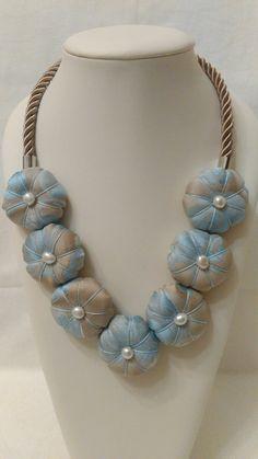 Collana fiori stoffa. Textile necklace