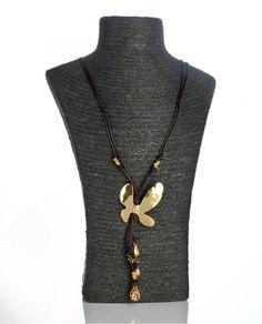 #collar largo de cuero marrón con detalle de #mariposa dorada de #Careli