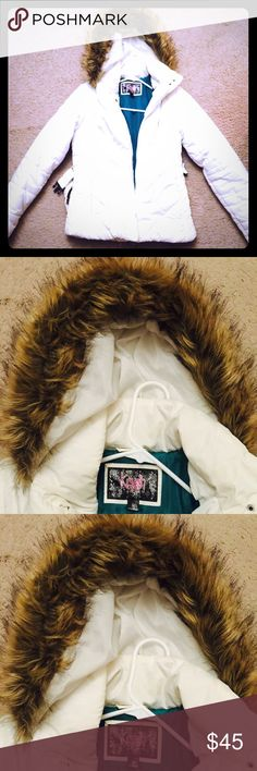 Beautiful white parka with faux fur size M Krush white like new short parka size M Krush Jackets & Coats Puffers