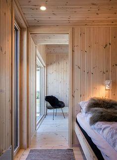 Bilderesultat for hedvig hytte Norway House, Interior Architecture, Interior Design, Hygge Home, Wood Interiors, Prefab Homes, House Design, Boathouse, Modern Rustic