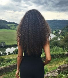 20 long naturally curly hairstyles Long and curly hair Everyone finds it very beautiful, but also difficult to care for. Women with naturally curly hair usually have short hair that is . Curly Hair Styles, Long Curly Hair, Curly Girl, Big Hair, Natural Hair Styles, Wavy Hair, Kinky Hair, Curly Ponytail, Curls Hair