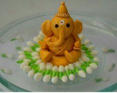 ganesha in fondant Ganesha Rangoli, Clay Ganesha, Ganesha Art, Ganesh Idol, Arti Thali Decoration, Ganapati Decoration, Decoration For Ganpati, Ganesh Chaturthi Decoration, Happy Ganesh Chaturthi