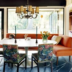 Designed by Barrie Benson, this is an appealing, modern, chic seating area which could work in a a Kitchen, or a Dining Room!
