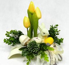 Decor Home Living Room, Door Wreaths, Flower Arrangements, Projects To Try, Easter Ideas, Spring, Flowers, Crafts, Easter