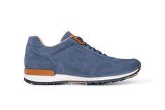 Oblíbené sneakers Blažek jsou vyrobené z teletinového veluru v denimovém odstínu, s detaily z hladké koňakové usně. Sneakers, Shoes, Fashion, Tennis, Moda, Slippers, Zapatos, Shoes Outlet, Fashion Styles