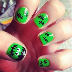 How To Paint Your Nails For Halloween. Do you want to paint your nails for Halloween in an Original way? At OneHowTo we want to give you several ideas so you can paint your nails at hom. Halloween Nail Art, Easy Halloween, Halloween Party, Costume Halloween, Halloween Stuff, Love Nails, Fun Nails, Recetas Halloween, Top Nail