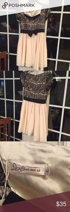 Beautiful cream and black dress Very pretty and elegant black and cream dress in juniors size large brand new with tags never worn Dresses