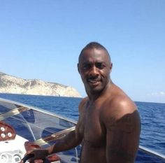 How much finer can this sexy hunk get? Ideal Man, Perfect Man, Elba Actor, Handsome Black Men, Black Man, Handsome Man, Luther Bbc, Idriss Elba, Actor Idris