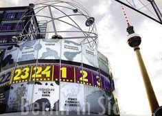 Berlin-Postkarte: Weltzeituhr und Fernsehturm von Berlin in Sicht