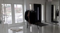 Hayloopstand/Hayloopstandwardrobe/Wardrobe/ Design/Eteinen/Avaraeteinen/Avara eteinen/Valoisa eteinen/Vestibule/Vestibul/ Skandinaavinen koti/Skandinaviskhem/Skandinaavinen/Skandinaavinen sisustus/Minimalistic/Minimalistinen eteinen/ Korkeakiilto valkoinen/Wide entry/Spacious entry/Scandinavian homeLatva/Latvanaulakko/Arteklatva/Valkoinen lampaantalja/Lampaantalja/Metalliset henkarit/Valkoiset henkarit/Ikea Pax/Ikeapax/Liukuovikaappi/Valkoinen peilikaappi/Eteisen säilytys/IkeaPs2014/Ps2014/