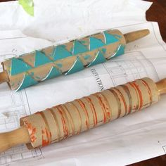Printmaking with a Rolling Pin - DIY wrapping paper Art For Kids, Crafts For Kids, Arts And Crafts, Paper Crafts, Diy Crafts, Towel Crafts, 3d Paper, Diy Wrapping Paper, Impression Textile