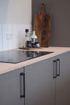 "Nyt AUBO køkken hos TV 2 Nybyggernes hold gul ""Maria & Kristian"". #Nybyggerne New Kitchen, Kitchen Dining, Kitchen Cabinets, Future House, Kitchens, Interior Design, Tv, Inspiration, Home Decor"