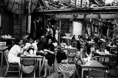 Sommer 1945; Kaféliv med stort kvinneoverskudd.